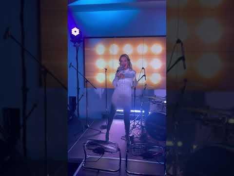 Анна Калашникова поёт «Гагарин» в «Марио Жуковка» #shorts