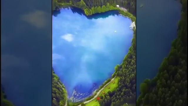 Озеро в форме сердца на острове в г. Чжанцзяцзе (пров. Хунань, КНР)
