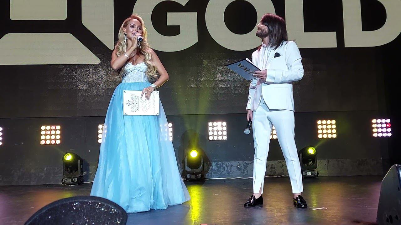 Ведущие Анна Калашникова и Леван Тодуа (Диско Хит Music Box Gold)
