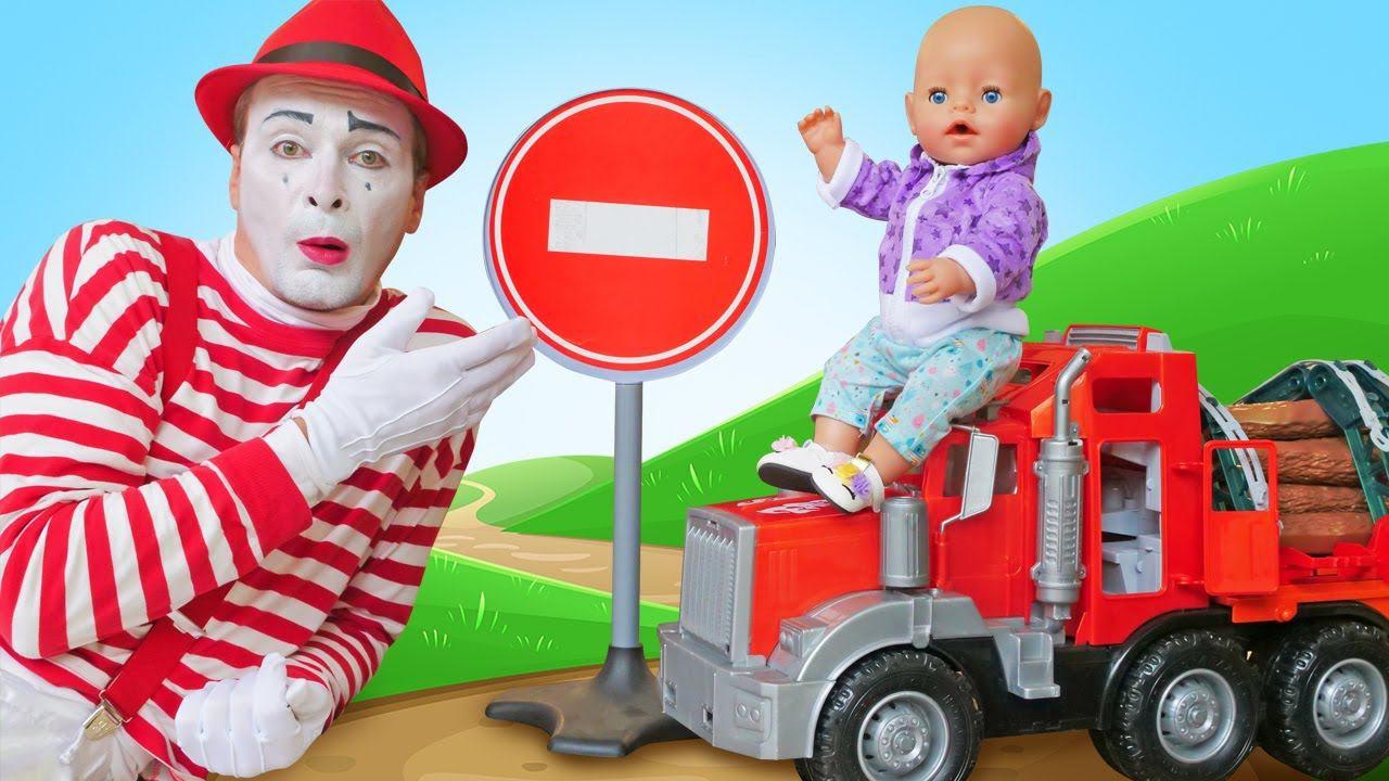 Видео игры для детей - Кукла БЕБИ БОН и машинки на стройке! - Весёлые игры дочки матери с Baby Born