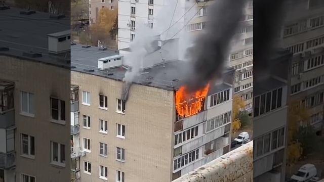 Пожар на последнем этаже жилого дома на Большой Черёмушкинской улице.