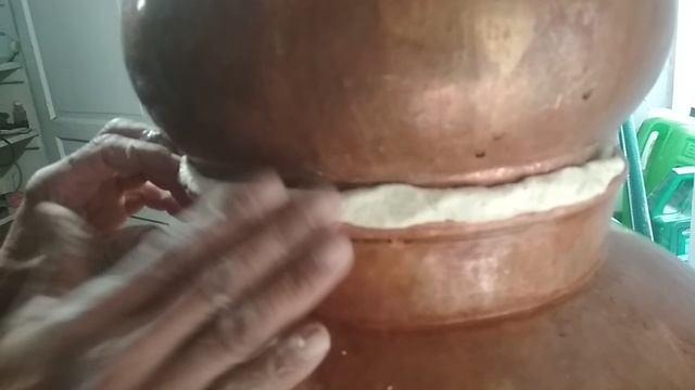 Хурмет герметизирует крышку аламбика