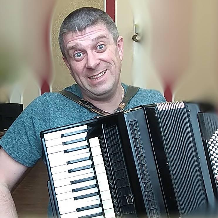 Аккордеонист Дмитрий Савченко