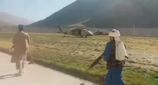 Захваченные талибами в Панджшере вертолеты UH-60A